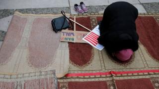 Η αμερικανική πρεσβεία στο Βερολίνο σταματά την έκδοση βίζας σε μουσουλμάνους