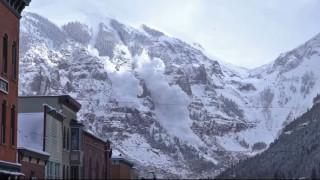 Εκρηκτικά προκάλεσαν ελεγχόμενη χιονοστιβάδα σε βουνό του Κολοράντο (Vid)