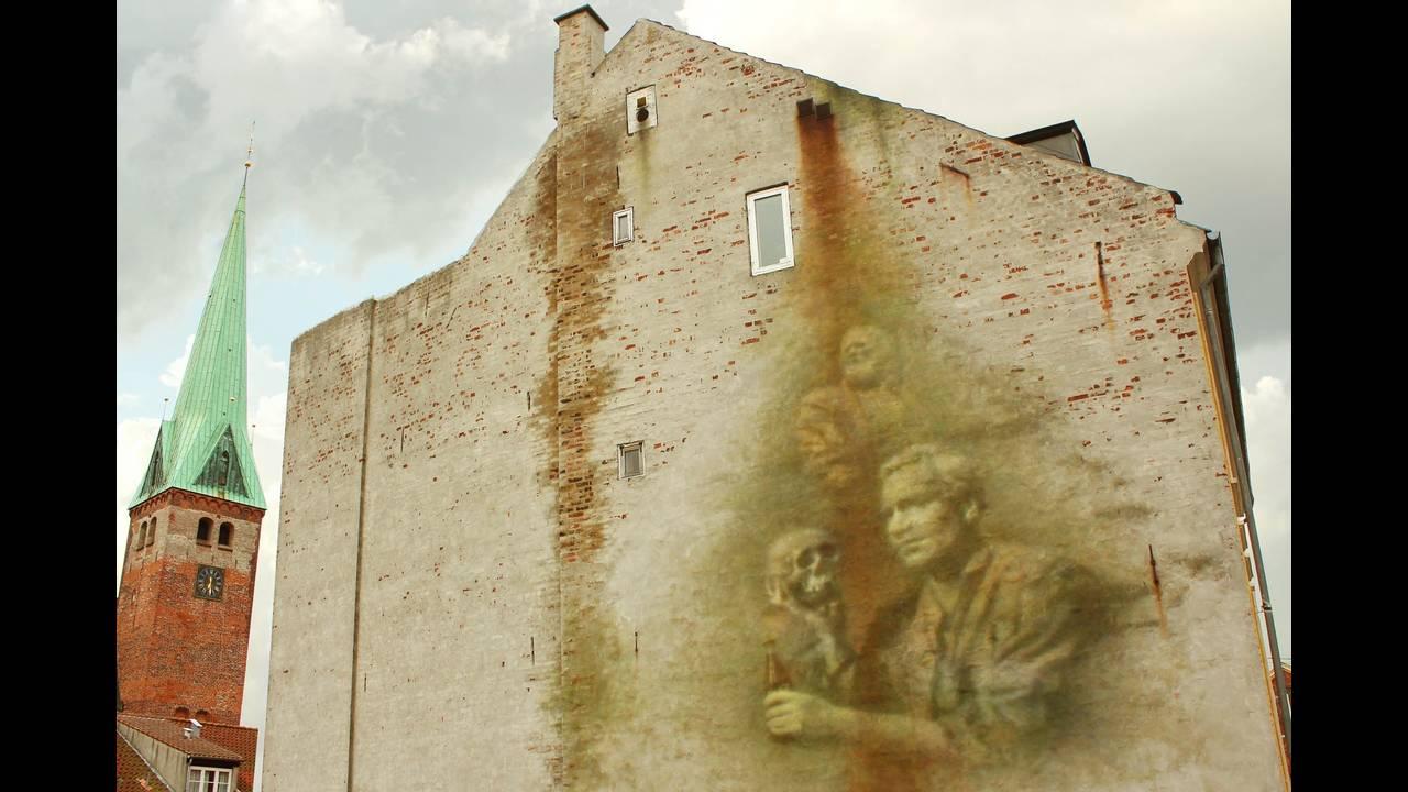 https://cdn.cnngreece.gr/media/news/2017/01/31/65340/photos/snapshot/soul_of_the_wall_elsinore_denmark_eron2016.jpg