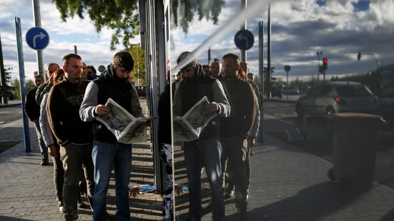 Ανεργία: Σε ιστορικό χαμηλό στην Ευρωζώνη, στο 23% στην Ελλάδα