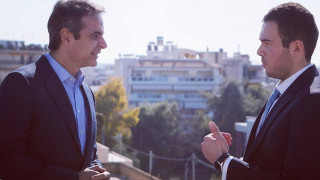 Ο Μητσοτάκης με τον γιο του Καραθανάση που σκοτώθηκε στα Ίμια (pic)