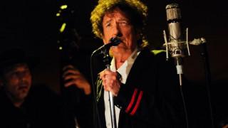 Ο Μπομπ Ντίλαν κυκλοφορεί τριπλό άλμπουμ με τραγούδια του Φρανκ Σινάτρα