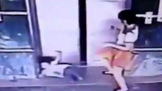 Κλώτσησε την 3χρονη κόρη της για να μην τραυματιστεί από το ασανσέρ (Vid)