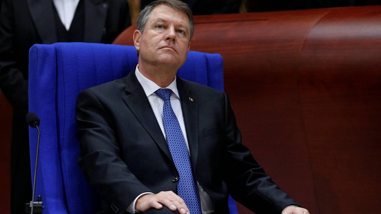 Η Κομισιόν προειδοποιεί τη Ρουμανία για τη διαφθορά