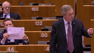 «Σας λέει ψέματα»: Τρολάρισμα με θύμα τον Φάρατζ στο Ευρωκοινοβούλιο (vid)