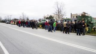 Αγρότες μπλόκα: Τρακτέρ στα τελωνεία και συλλαλητήριο στη Θεσσαλονίκη