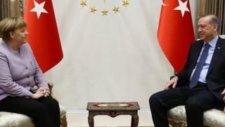 Η Μέρκελ τα «έψαλε» στον Ερντογάν για την ελευθερία του Τύπου