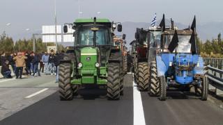Μπλόκα αγροτών: Κλειστή επ΄αόριστον η Αθηνών-Θεσσαλονίκης