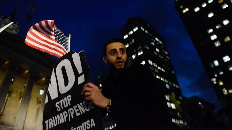 ΗΠΑ: Προσωρινό «στοπ» στο διάταγμα Τραμπ για μετανάστευση