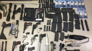 Βόλος: Είχε κρυμμένο στο σπίτι του ολόκληρο οπλοστάσιο (pics)