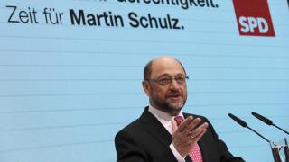 Γερμανία: Κοινωνικές τομές στην ατζέντα του δημοσκοπικά ενισχυμένου Σουλτς