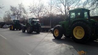 Μπλόκα αγροτών: Έφυγαν τα τρακτέρ από τον Λευκό Πύργο (pics&vids)