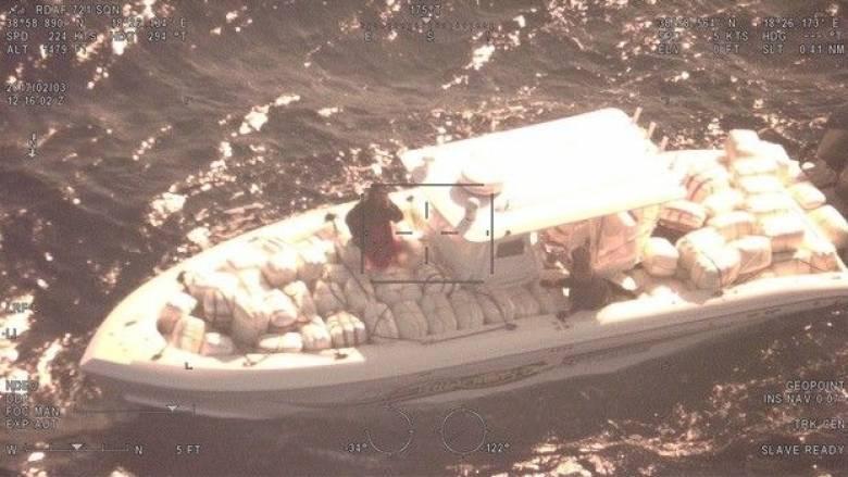 Εντυπωσιακή καταδίωξη σκάφους με 2 τόνους κάνναβης (Vid)