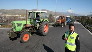 Μπλόκα αγροτών: Κλείνουν και τα Τέμπη-«Κόβουν» την Ελλάδα στα δύο