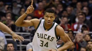 NBA: «ξέσπασαν» ο Αντετοκούνμπο και οι Μπακς στο Φοίνιξ