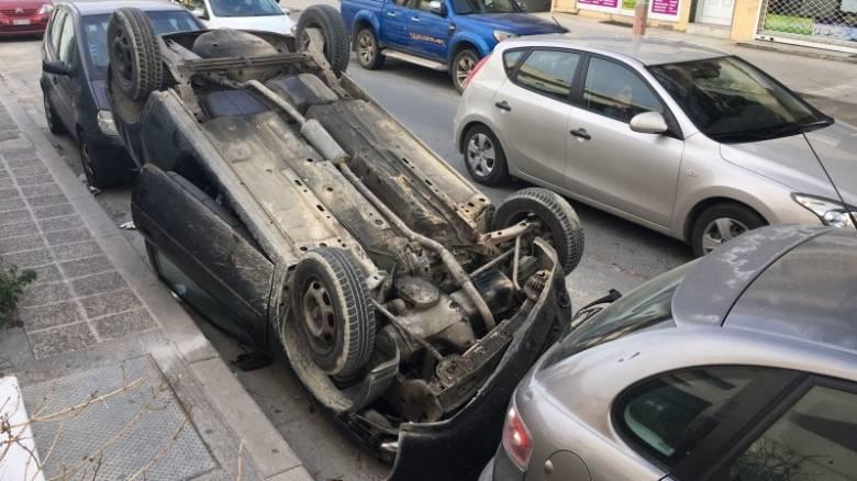 Ηράκλειο: Οδηγός «πάρκαρε» το αυτοκίνητό του… ανάποδα (pics)