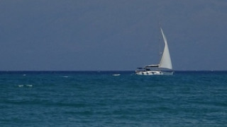 Μονεμβασιά: Ιστιοφόρο με 70 μετανάστες πλέει ακυβέρνητο