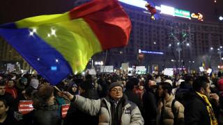 Ρουμανία: Πάνω από 500.000 πολίτες ξανά στους δρόμους (pics)