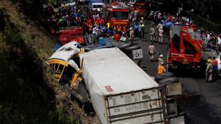 Ονδούρα: Σύγκρουση φορτηγού με σχολικό λεωφορείο-Αναφορές για πολλούς νεκρούς (pics)