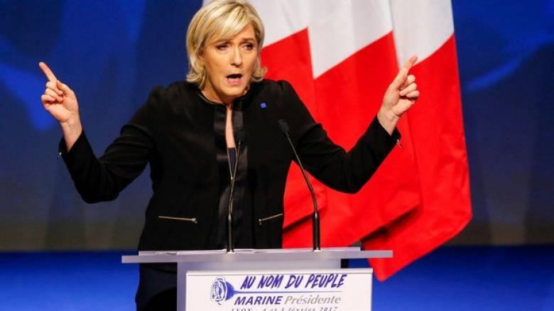 Γαλλία: Νέα δημοσκόπηση φέρνει πρώτη την Λεπέν