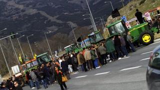 Μπλόκα αγροτών: Εξετάζουν αποκλεισμό του τελωνείου Κρυσταλλοπηγής