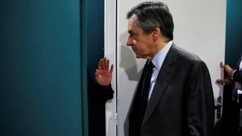 Ο Φιγιόν ζητά συγγνώμη για το «σφάλμα» αλλά δεν αποσύρεται από την κούρσα
