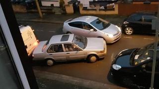 Έκανε 35 μανούβρες και 8 λεπτά για να παρκάρει (vid)