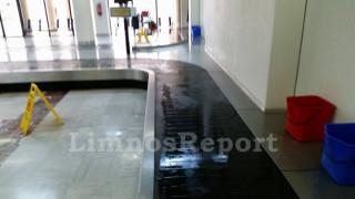 Λήμνος: Πλημμύρισε το εσωτερικό του αεροδρομίου - μαζεύουν με κουβάδες τα νερά (pics&vid)