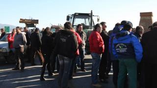 Μπλόκα αγροτών: Τελεσίγραφο και διορία στην κυβέρνηση μέχρι την Πέμπτη