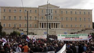 Μπλόκα αγροτών: Συνεχίζουν τους αποκλεισμούς και δίνουν ραντεβού στην Αθήνα