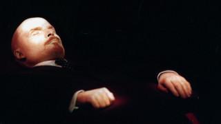 Βλαντιμίρ Λένιν: Ο «σχεδόν ζωντανός» ηγέτης των Μπολσεβίκων αλλάζει κοστούμι