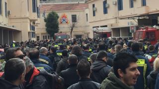 Διαμαρτυρία ενστόλων στο Γενικό Λογιστήριο του Κράτους