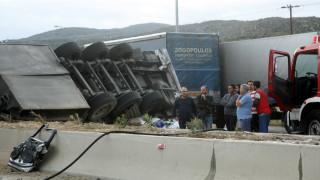 Σοβαρό τροχαίο στην Αθηνών-Λαμίας – Ανατράπηκαν δύο νταλίκες