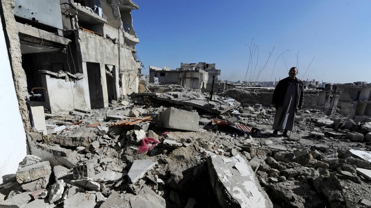 Συρία: Η πολεμική αεροπορία βομβάρδισε συνοικία της πόλης Χομς