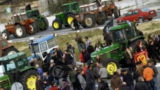 Επεισόδια με αγρότες και άντρες των ΜΑΤ στη Θεσσαλονίκη (vids)