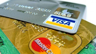 Διαρκής η επέκταση του «πλαστικού» χρήματος
