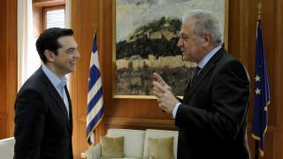 Από τη Βουλή στο Μαξίμου για συνάντηση με τον Αβραμόπουλο ο πρωθυπουργός
