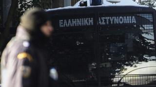 Επίθεση σε διμοιρία των ΜΑΤ στην Χαριλάου Τρικούπη