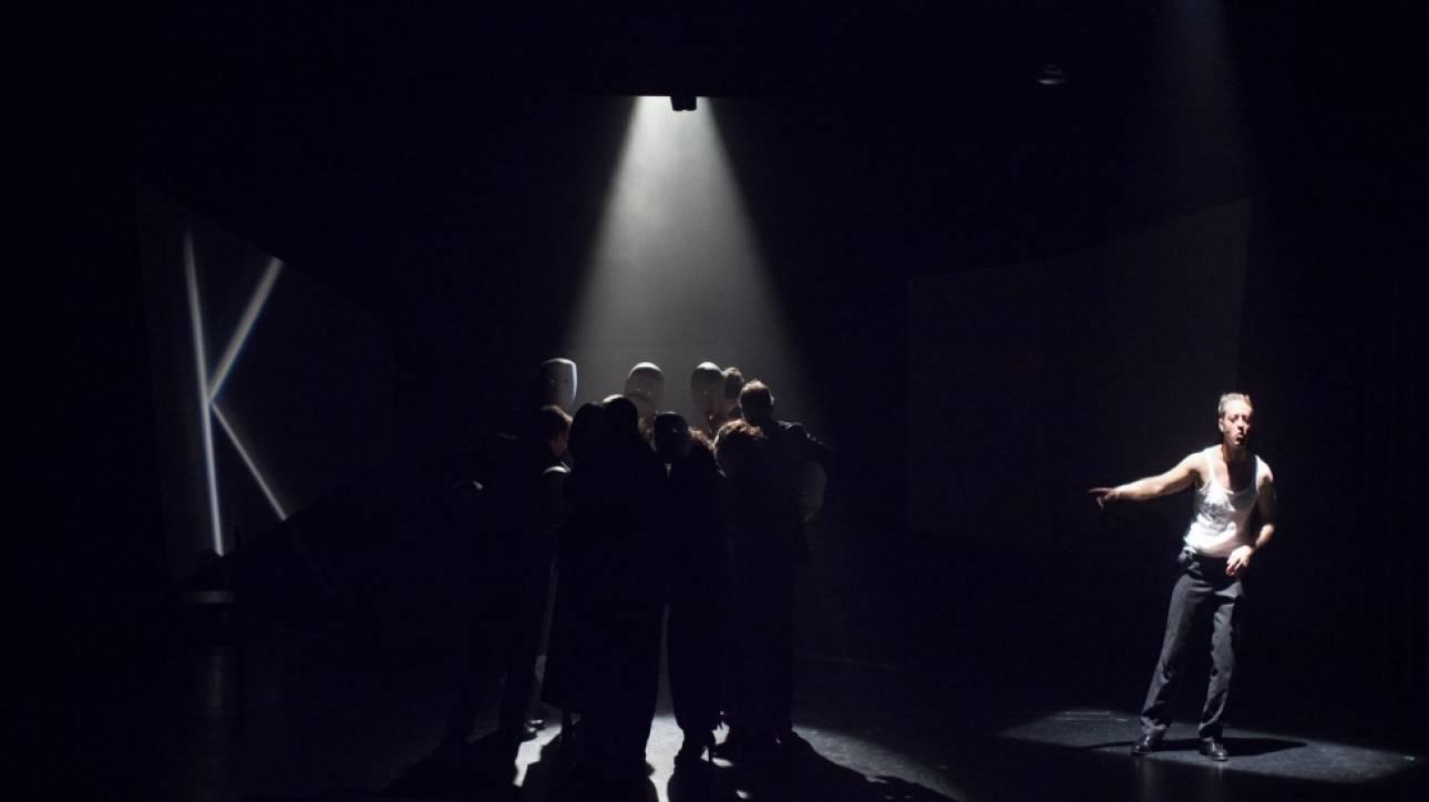 Άνθρωποι, μηχανές και νόμοι. Η Δίκη του Kafka στο θέατρο «Πόρτα»
