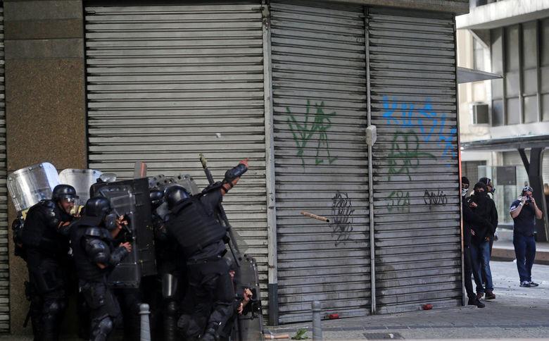 2017 02 09T192358Z 679486688 RC16E2E93200 RTRMADP 3 BRAZIL PROTEST