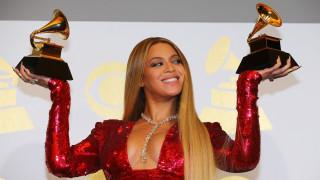 Grammys 2017: Δάκρυα, πολιτικά μηνύματα και… «γαλλικά»