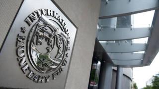 Financial Times: Το ΔΝΤ βλέπει την «πόρτα της εξόδου» από το ελληνικό πρόγραμμα