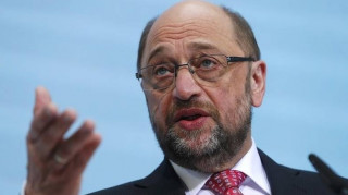 Το κόμμα της Μέρκελ εξαπολύει πυρά σε βάρος του Σουλτς