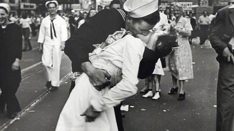 Άγιος Βαλεντίνος: Η αρχή του μύθου για τα φιλιά και τον έρωτα