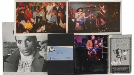 Aποκτήστε ένα κομμάτι από τον Prince online
