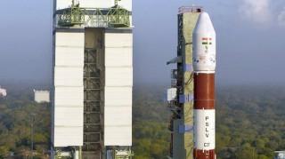 Ινδία: Ταυτόχρονη εκτόξευση 104 δορυφόρων
