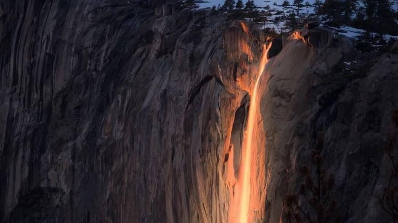 Ο εντυπωσιακός «καταρράκτης της φωτιάς» στο Yosemite National Park στην Καλιφόρνια (Pics)