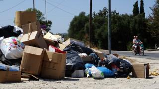 Τόνοι σκουπιδιών «βυθίζουν» τη Ζάκυνθο