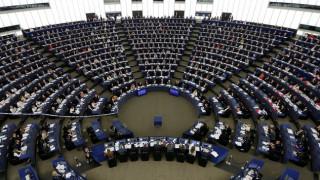 Το Ευρωκοινοβούλιο ενέκρινε τη CETA εν μέσω διαμαρτυριών (pics)