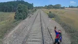 Σώθηκε από το τρένο το τελευταίο κλάσμα δευτερολέπτου
